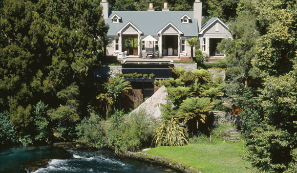 Huka Lodge: Exterior