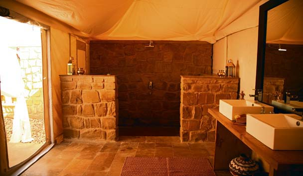 The Serai: Tented Suite Washroom
