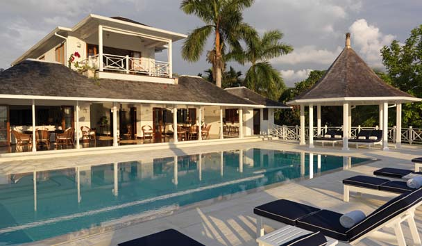 Luxury Villas at Round Hill: Villa Exterior and Outdoor Pool