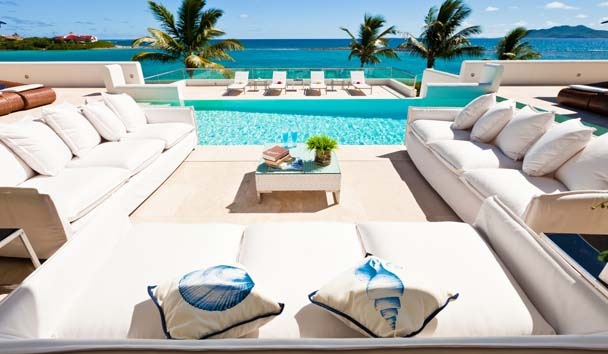 Le Bleu: Outdoor Lounge Room and Pool