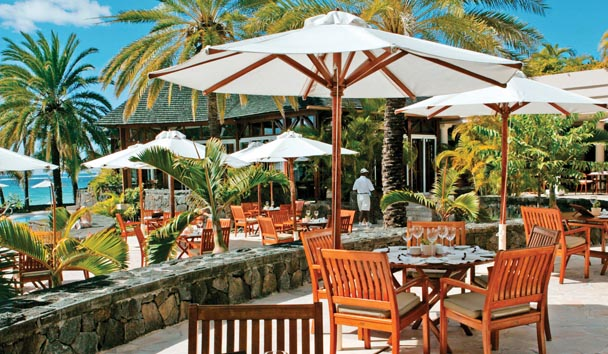 The Residence Mauritius: The Verandah Lunch beneath a Parasol
