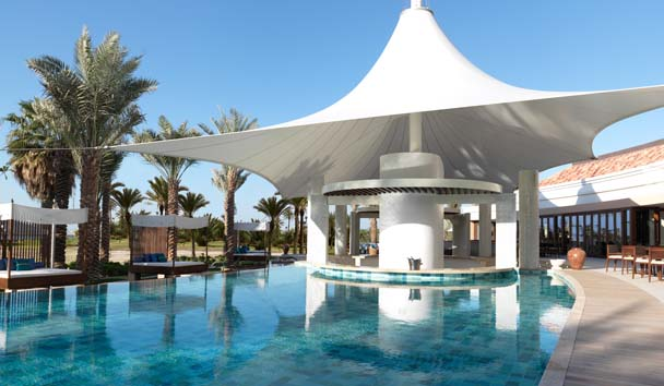 The Ritz-Carlton, Dubai: Swimming Pool at La Baie Lounge