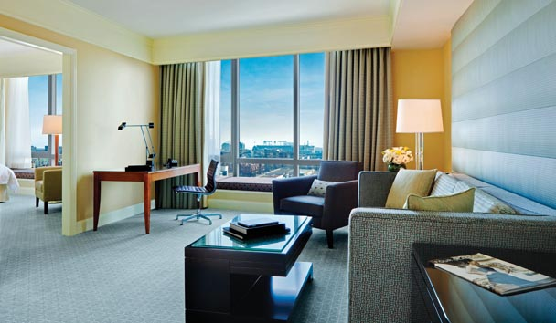 Four Seasons Hotel San Francisco: Suite Lounge