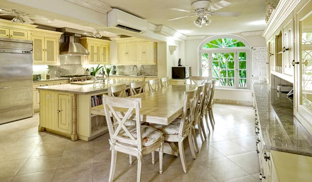 Sandalo: Kitchen and Dining