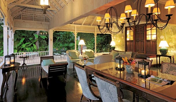 Deluxe Villas at Round Hill: Lounge and Dining