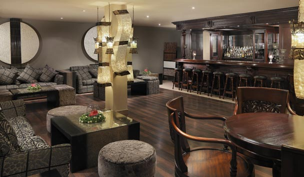 Royal Garden Villas & Spa: Bar and Lounge