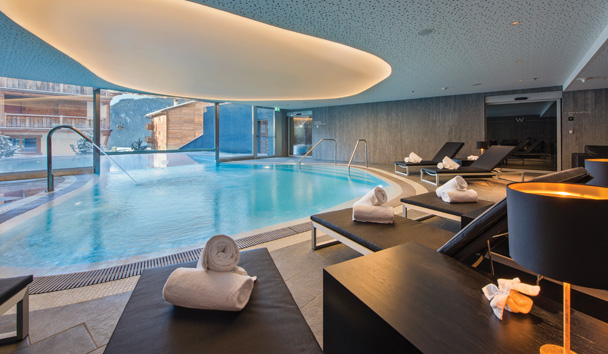 W Verbier: Pool Relax Area