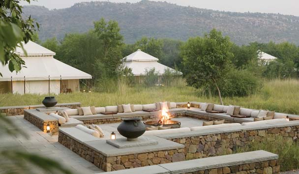 Aman-i-Khás: Outdoor Seating by the Fire