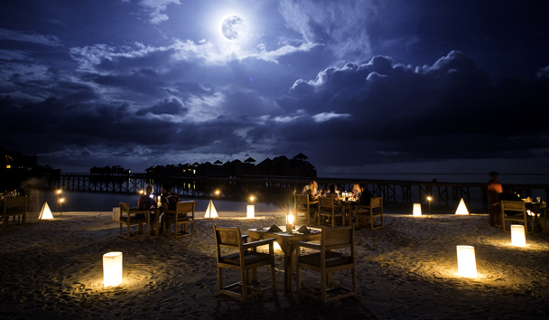 Gili Lankanfushi: Full Moon Dining at The Main Restaurant