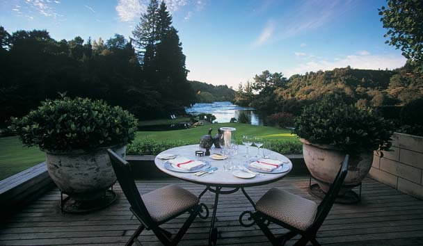 Huka Lodge: Terrace Dining