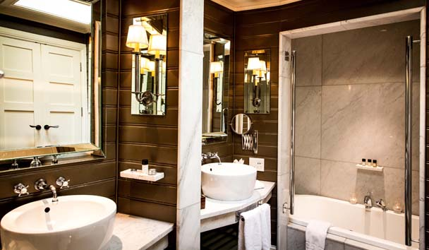 Eichardt's Private Hotel: Lake View Suite Bathroom