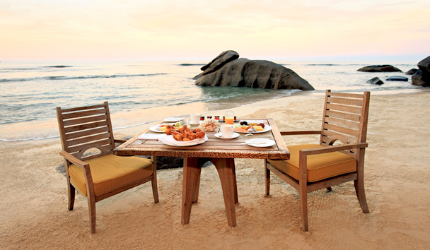 MAIA Luxury Resort & Spa: Beach Dining