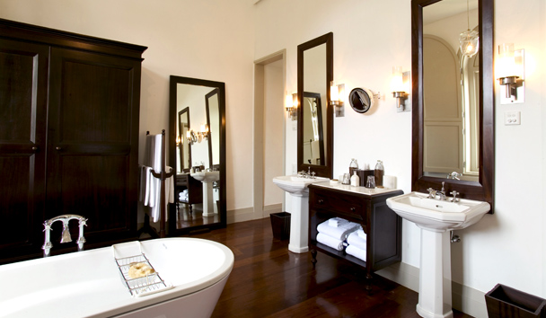 Amangalla: Guest Room Bathroom