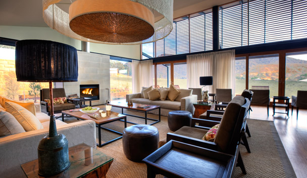 Emirates One&Only Wolgan Valley: Lounge with Fireplace