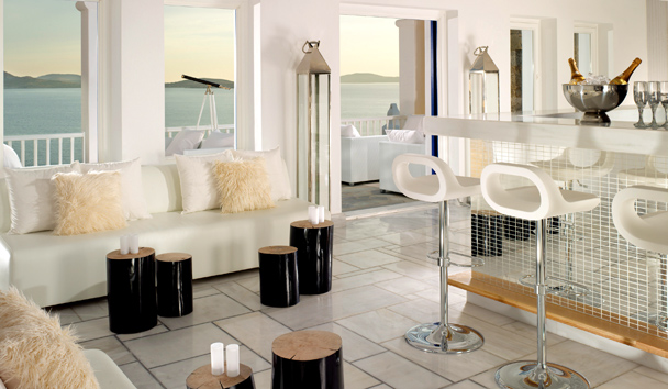 Mykonos Grand Hotel & Resort: White Bar