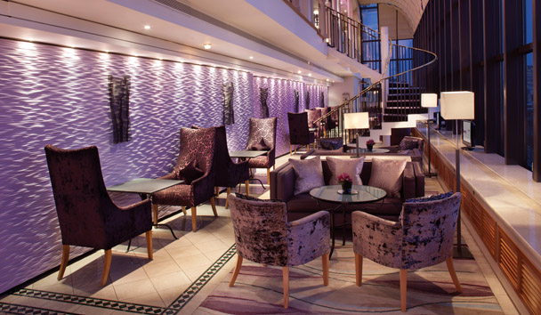 Jumeirah Carlton Tower: The Club Room