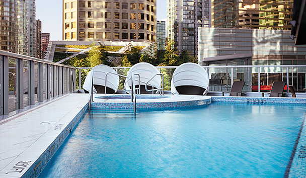 Shangri-La Hotel, Vancouver: Outdoor Pool and Hot Tub