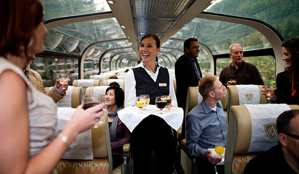 Rocky Mountaineer: GoldLeaf Carriage