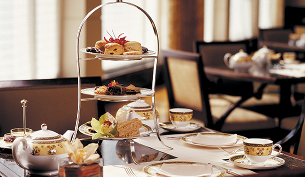 The Peninsula, Chicago: Afternoon Tea in the Lobby
