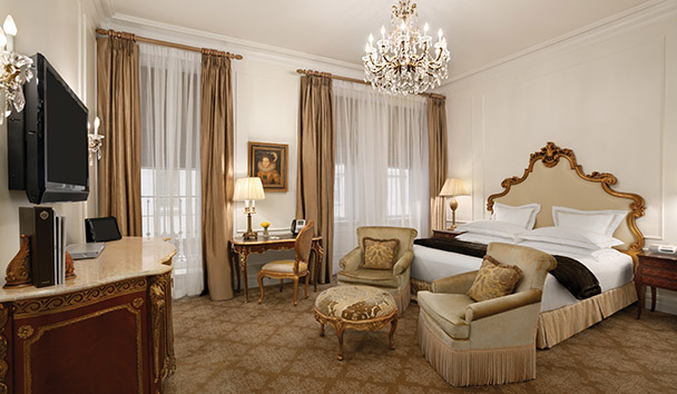 The Plaza, A Fairmont Managed Hotel: Deluxe Courtyard Room