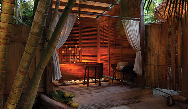 Little Palm Island Resort & Spa: SpaTerre Soaking Tub