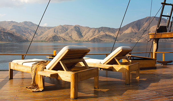 Silolona: Fore Deck Sun Loungers