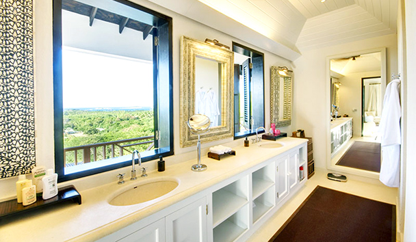 Trade Winds: En Suite Bathroom