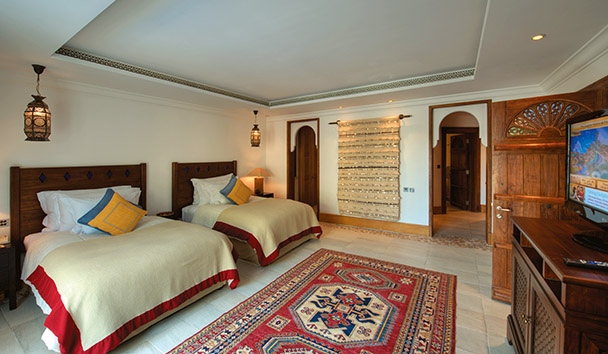 Jumeirah Malakiya Villas: Twin Bedroom