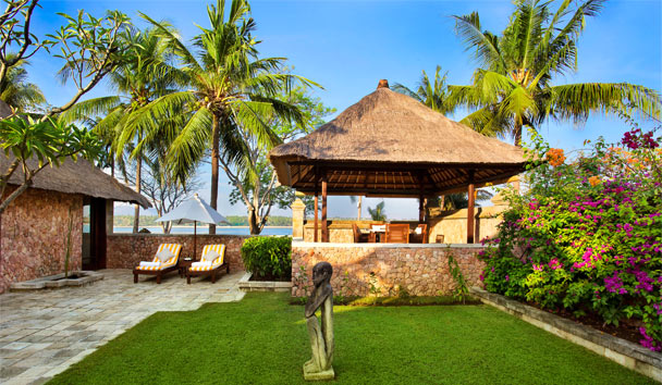 The Oberoi Beach Resort, Lombok: Exterior Courtyard