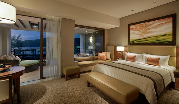 Shangri-La's Rasa Ria Resort & Spa: Ocean Wing Premier Bedroom