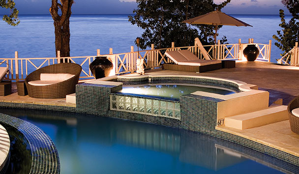 Cove Spring House: Outdoor Swimming Pool and Jacuzzi