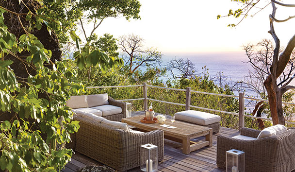 Hummingbird: Alfresco Seating Area