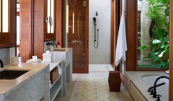 Amanera: Bathroom