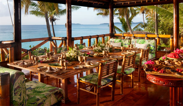Valley Trunk: Dining in the Beach House