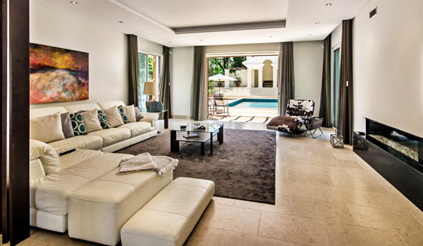 Cinara: Living Room