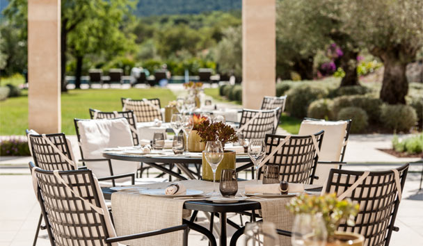 Castell Son Claret: Terrace Dining