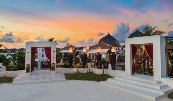 Jumeirah Vittaveli: Swarna entrance at sunset