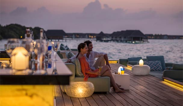 Four Seasons Resort Maldives at Landaa Giraavaru: Sea Bar