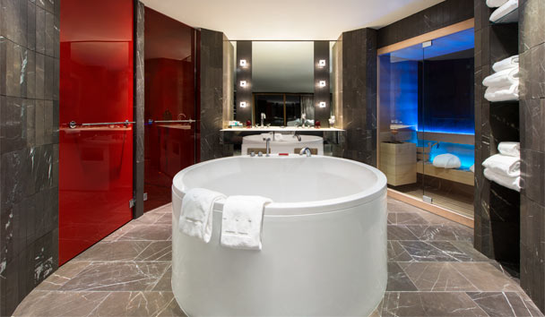W Verbier: EWOW Suite Bathroom
