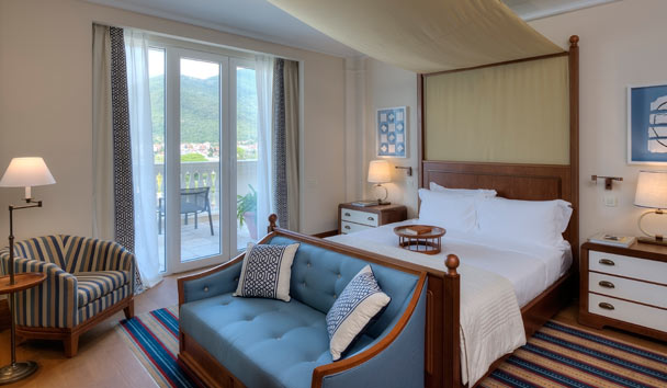 Regent Porto Montenegro: Deluxe Room Mountain View