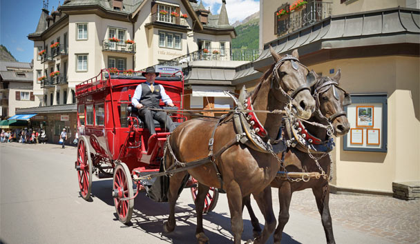 Mount Cervin Palace: Hotel's own antique horse-drawn carriage