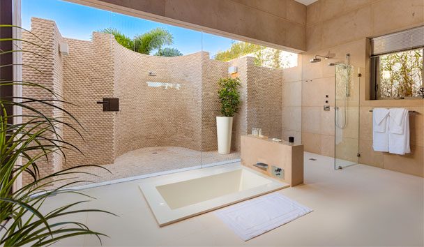 The Beach House, Meads Bay: Bathroom with External Shower