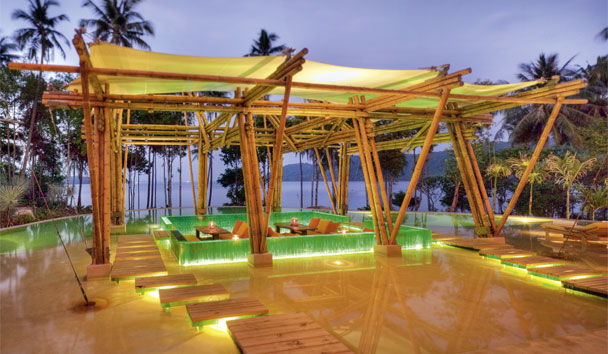 Soneva Kiri: Swimming pool sunken sala at night