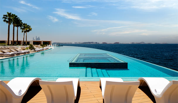 Burj Al Arab Terrace: Infinity-edged swimming pool