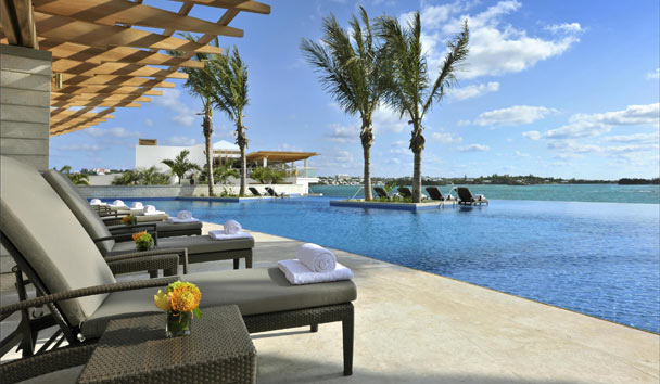 Hamilton Princess & Beach Club: Swimming pool deck