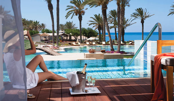 Constantinou Bros Asimina Suites Hotel: Elegant poolside suites make for magical moments