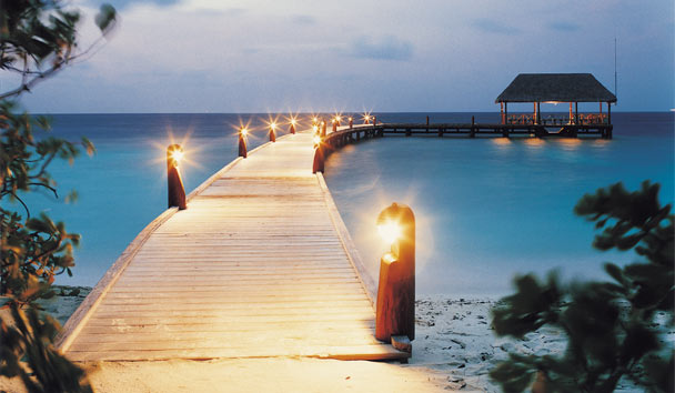 COMO Cocoa Island: Arrival Jetty at Night