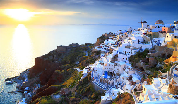 Reintroducing Santorini: Our Latest Selection of Luxury Properties Revealed