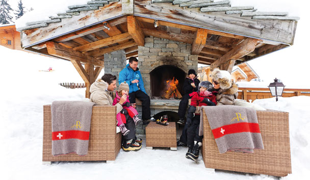 Chalet RoyAlp Hotel & Spa: Family Around The Fireplace