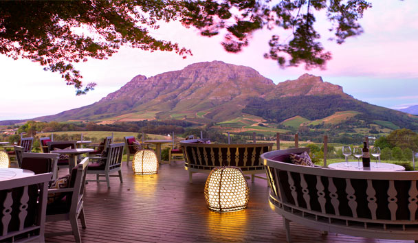 Delaire Graff Lodges and Spa: Delaire Graff Restaurant terrace at sunset